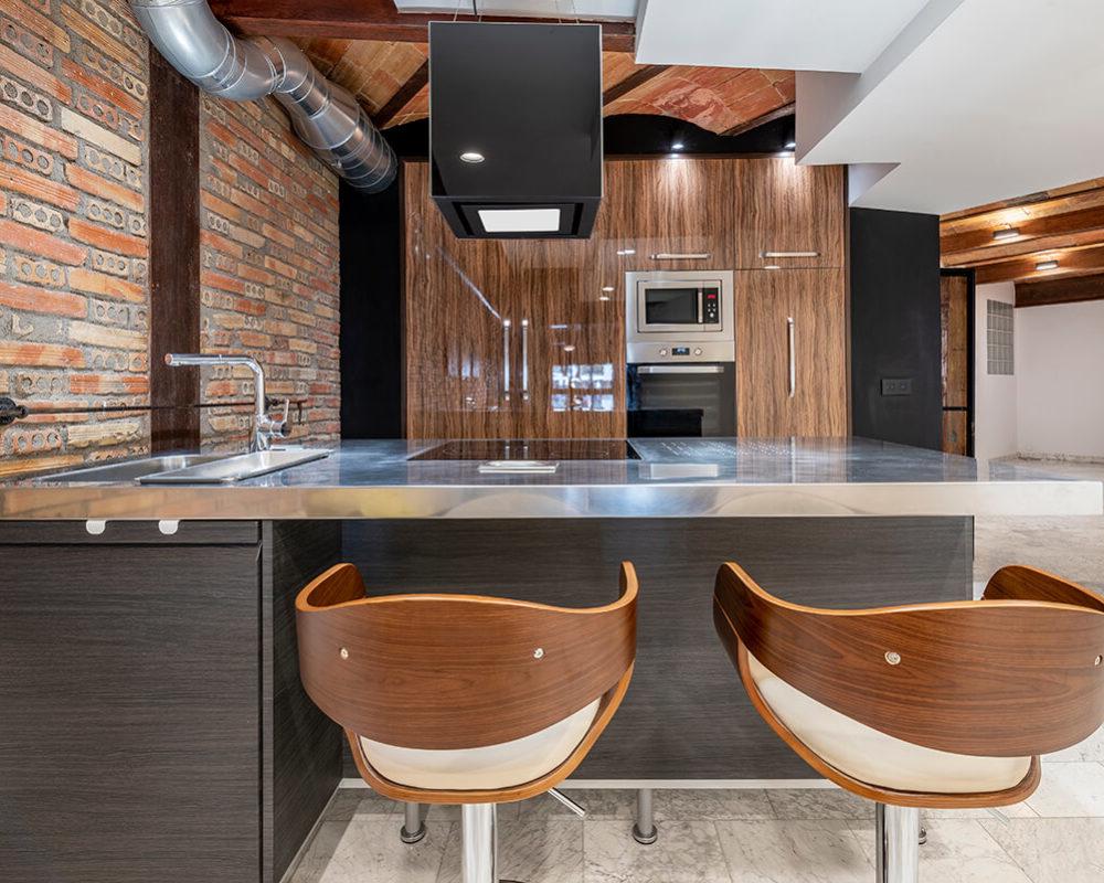 Rambla-112-loft-en-tarragona-barra-cocina-2