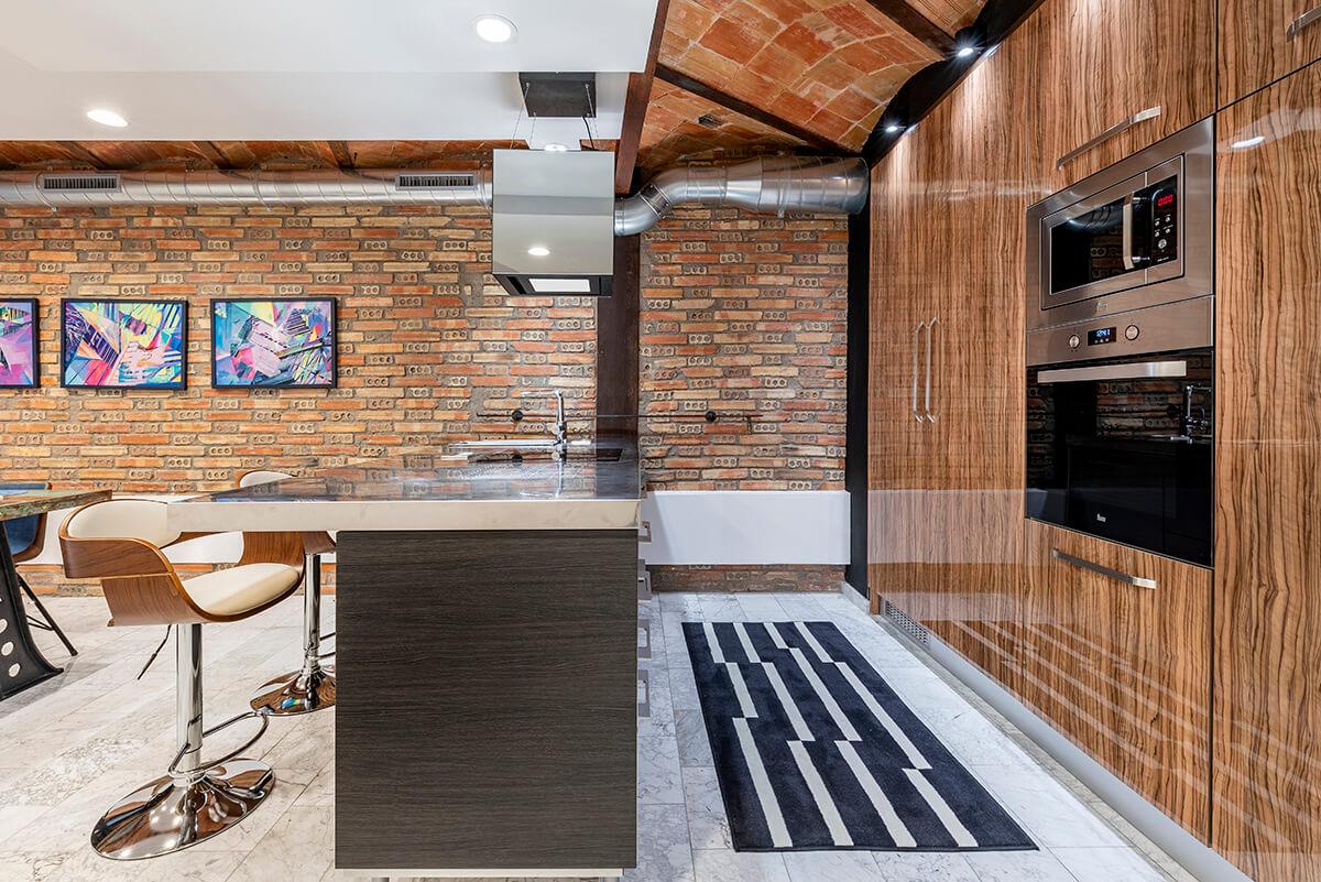 Rambla-112-loft-en-tarragona-cocina-barra