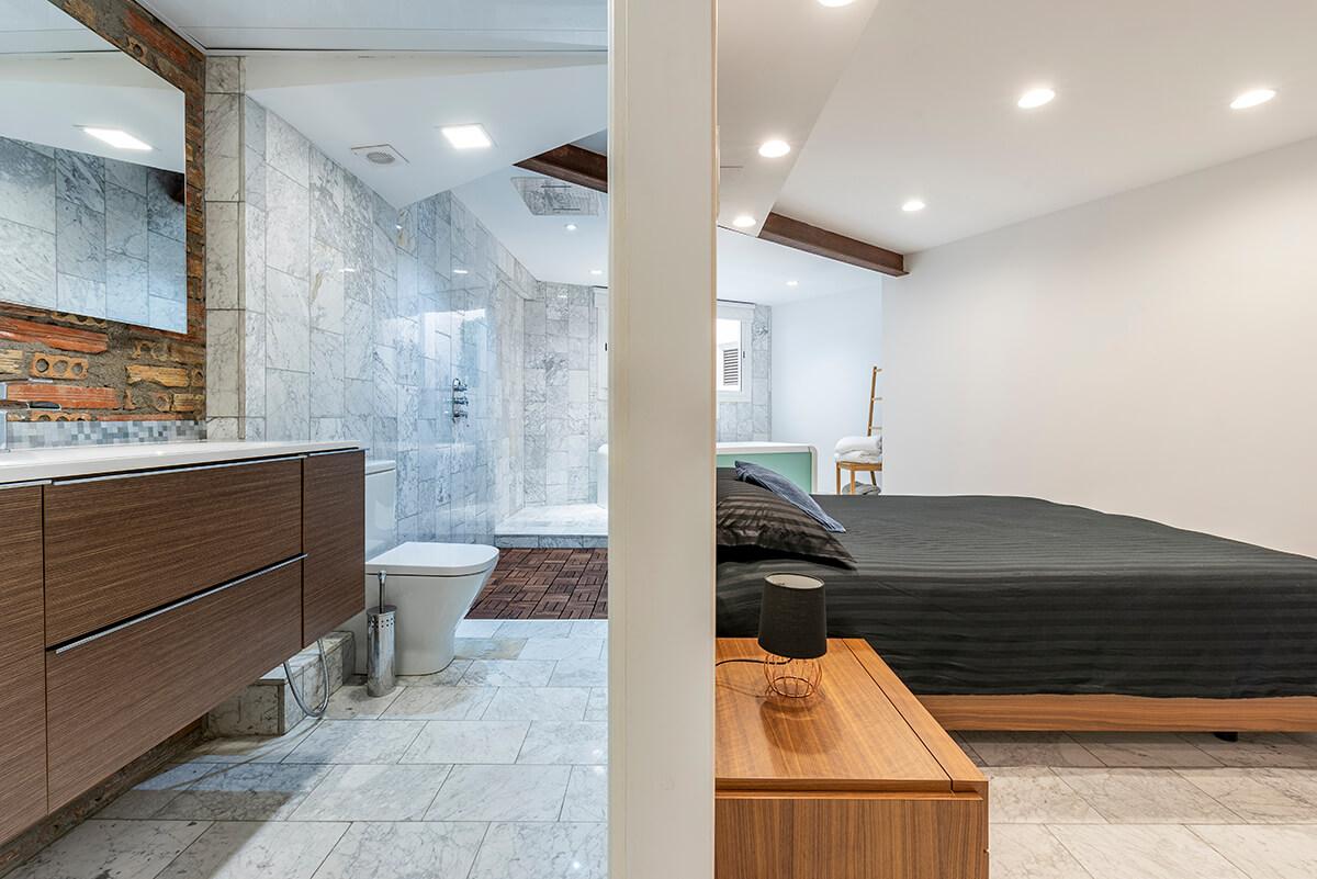 Rambla-112-loft-en-tarragona-dormitorio-y-lavabo