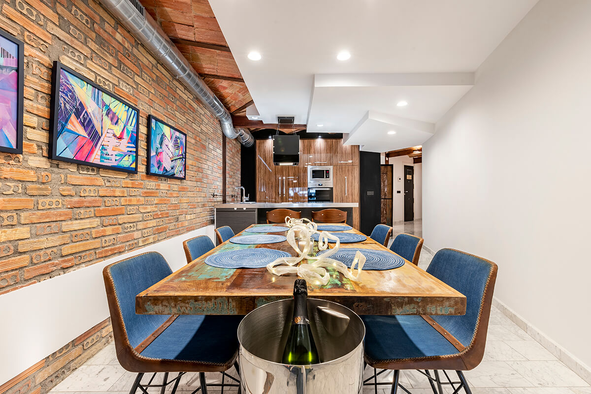 Rambla-112-loft-en-tarragona-mesa-salon
